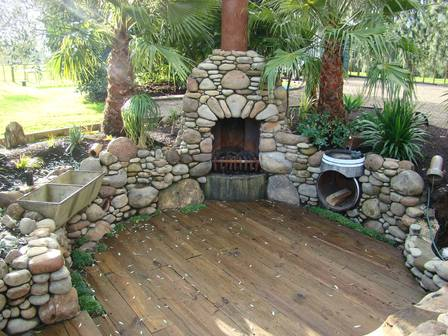 Stone fireplaces on pinterest outdoor stone fireplaces for Barbacoas de piedra natural